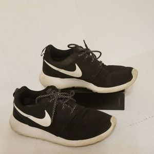 Nike Roshe One Run women's shoes size 8